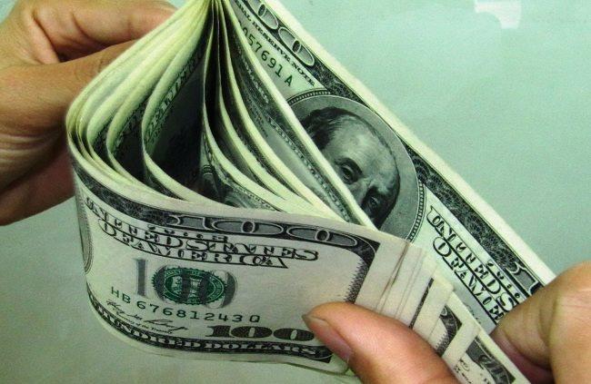 Nên mua giữ USD hay đem tiền Việt gửi ngân hàng là an toàn và có lợi nhất