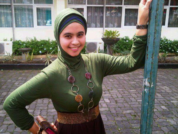 Jilbab Toge Seksi: Hilda