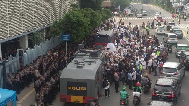 'People Power' Ala Eggi Sudjana: Cuma 200 Orang, Dibubarkan Polisi