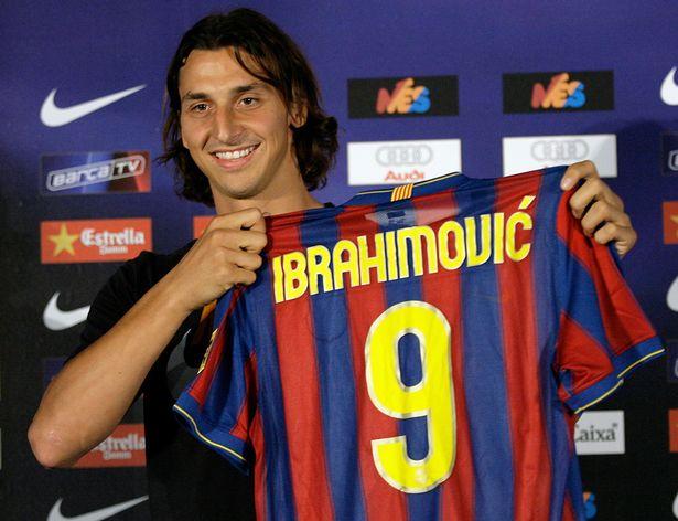 Lo que decía el Sport sobre Ibra cuando era jugador del Barcelona y lo que decía cuando dejó de serlo
