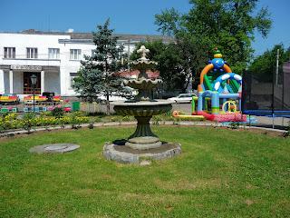 Перечин, Народная площадь. Фонтан и детская площадка