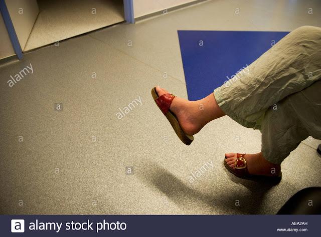 توجيه الأقدام نحو الباب