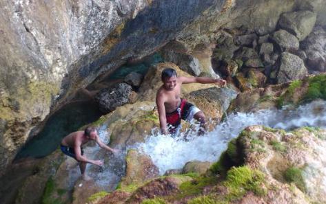Tempat wisata seganing waterfall di nusa penida