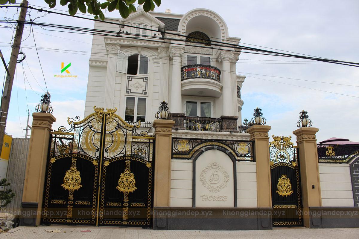 Thiết kế cổng biệt thự bằng sắt nghệ thuật