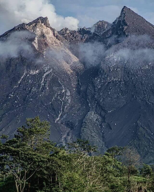Erupsi gunung Merapi - foto instagram fikriirrfan