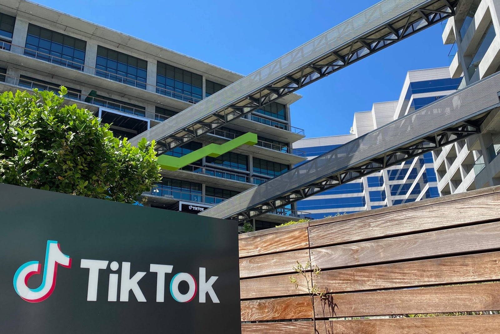 Oracle Said to Be Weighing Bid for TikTok's U.S
