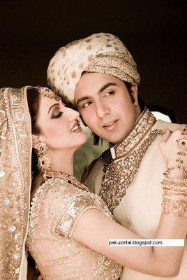 http://2.bp.blogspot.com/-nkLne2fP_OU/TZVtBTmpsWI/AAAAAAAAEtQ/3UG521EIHts/s1600/sana+with+her+husband+fakhar+pic+on+her+wedding+1.jpg