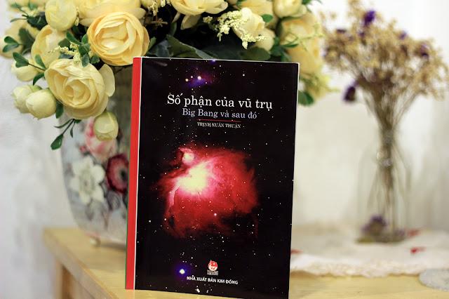 """""""Số phận của vũ trụ - Big Bang và sau đó"""", cuốn sách mới nhất của Trịnh Xuân Thuận được ra mắt tại Việt Nam vào tháng 8 năm 2015. Hình ảnh: Tuoitrethudo.vn."""