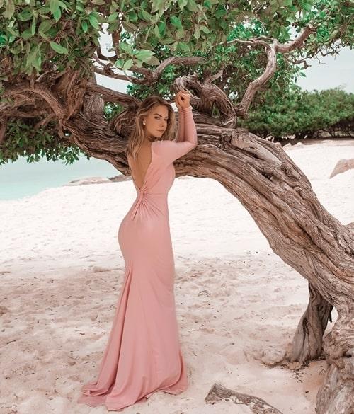 vestido rosa para madrinha com manga longa e decote nas costas