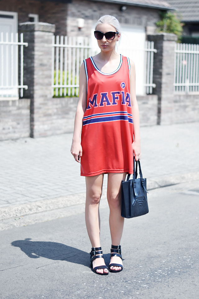 Outfit, ootd, belgian blogger, mr gugu & miss go, basketball top, dress, varsity shirt, oversized, street style, summer outfit, 2015, leather, strap, sandals, & other stories, other stories, h&m sunglasses, zara tote bag, celine inspired bag
