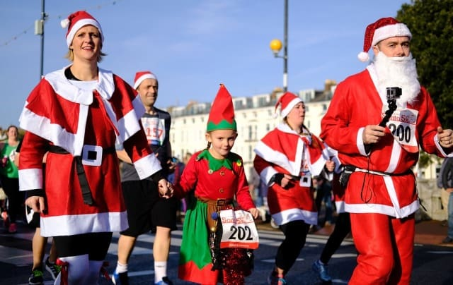 santa claus run stay in shape holidays winter workout frugal fitness exercise jogging