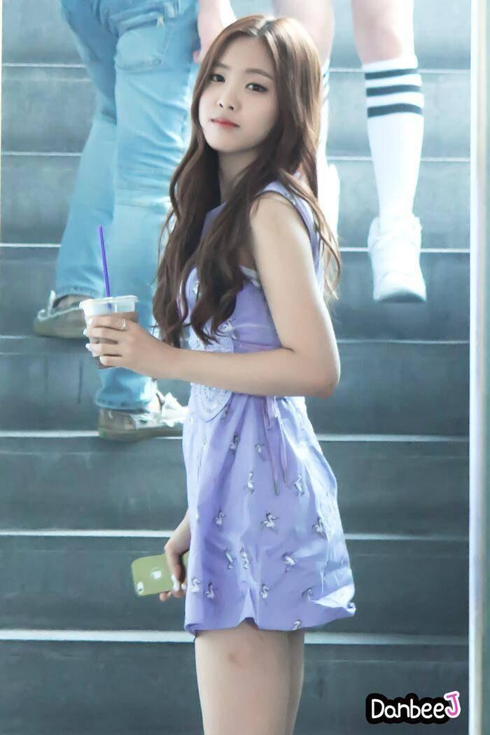 10 times APink Naeun shines in dresses! | Daily K Pop News