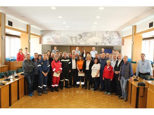 Βράβευσε εθελοντικές οργανώσεις που συμμετείχαν σε άσκηση διάσωσης ο Περιφερειάρχης Θεσσαλίας Κώστας Αγοραστός