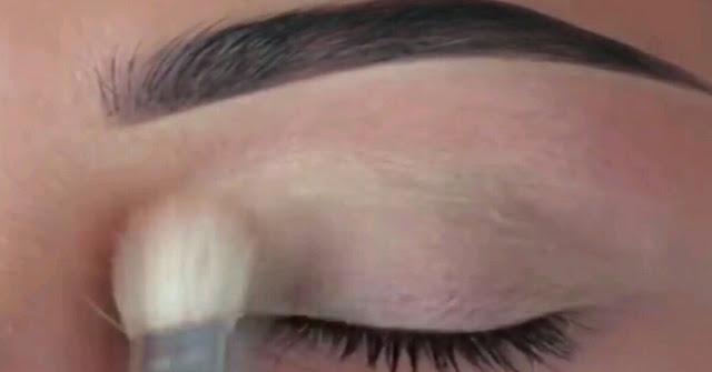 Penggunaan kosmetik untuk makeup mata
