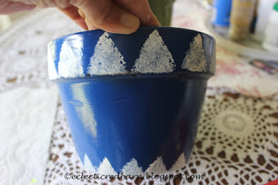 Eclectic Red Barn: Painted triangles around top and bottom of flower pot