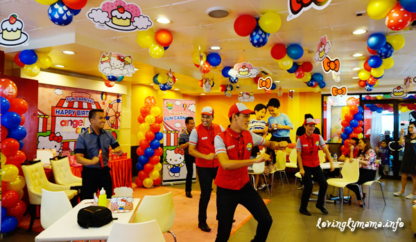 social cultural of jollibee Social / cultural while more people are able financially to eat at more expensive outlet such as fast food restaurant, they have higher expectation they want to have quality in services and more conveniences that can differentiate one restaurant from another.