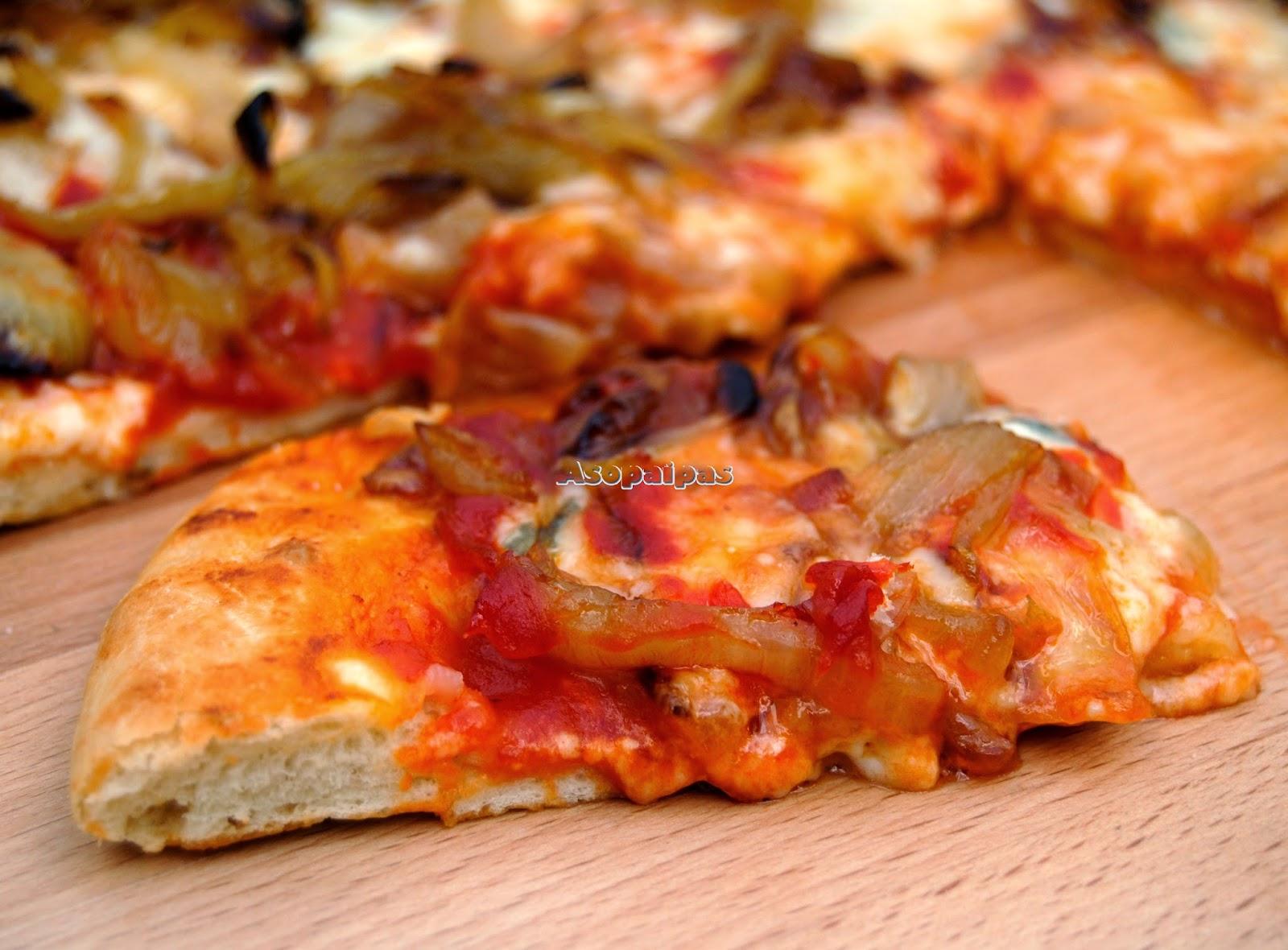 Pizza de Cebolla Caramelizada y Queso Gorgonzola