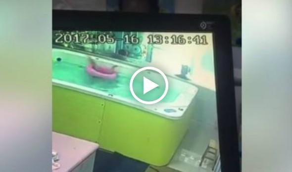 Video Bayi Hampir Lemas Kerana Ibu Bapa Leka Main Handphone.