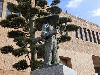 太田道灌像(伊勢原市役所)