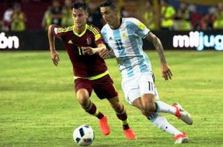 Ausente Lionel Messi, el Albiceleste no tuvo luces, pero al menos dejó en la cancha el corazón para alcanzar una igualdad que suma en las posiciones, aunque resta en lo futbolístico.
