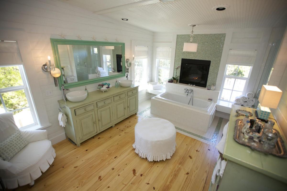 Vintage Farmhouse: A Glorious Bathroom