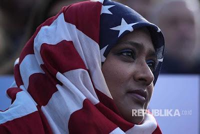 Seorang Wanita Muslim Maju dalam Pemilihan Senator AS