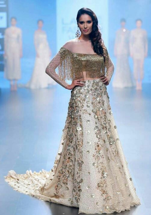 20 Indian Wedding Reception Outfit Ideas For The Bride Bling Sparkle