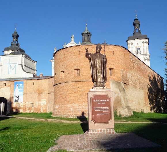 Бердичів. Пам'ятник Папі Римському Іоанну Павлу II