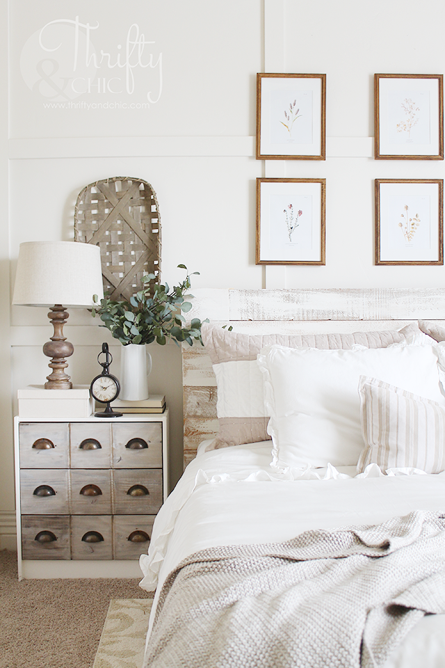 White and neutral bedroom decor and decorating ideas. White farmhouse cottage style master bedroom. Square board and batten bedroom
