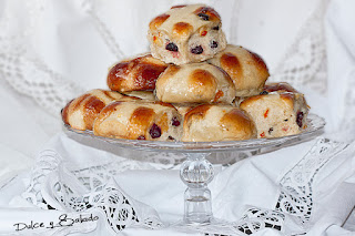Bollos Cruzados Calientes (Hot Cross Buns)
