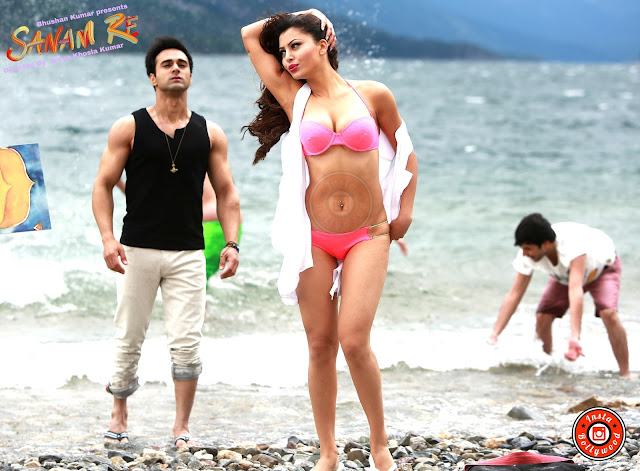 urvashi rautela romance photos