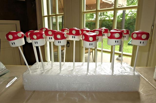 Mario Mushroom Marshmallow Pops 1