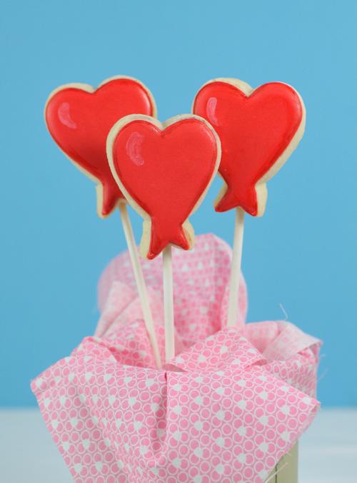 DIY Heart Balloon Cookies Recipe - via BirdsParty.com