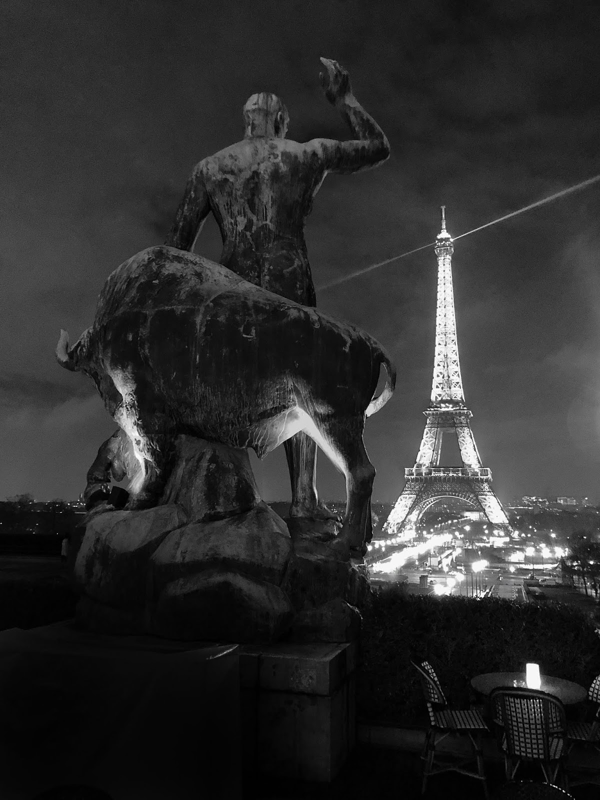 paris café de l'homme, restaurant café de l'homme, paris city guide, Paris by night, Eiffel Tower by night