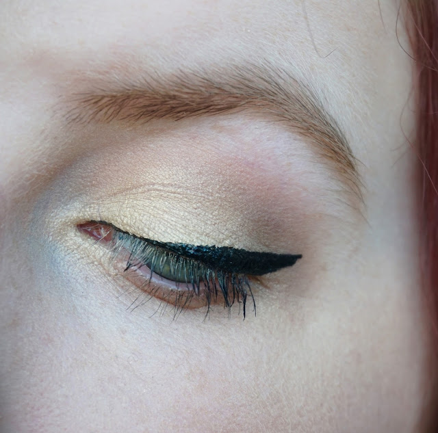 gold-eyeshadow
