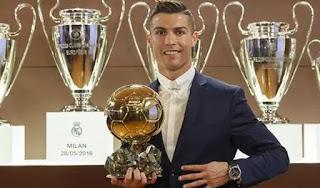 Ronaldo Raih Penghargaan Ballon d'Or 2016