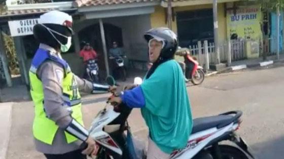Video Emak-Emak Marahi Polwan di Semarang Yang Jadi Viral di Medsos