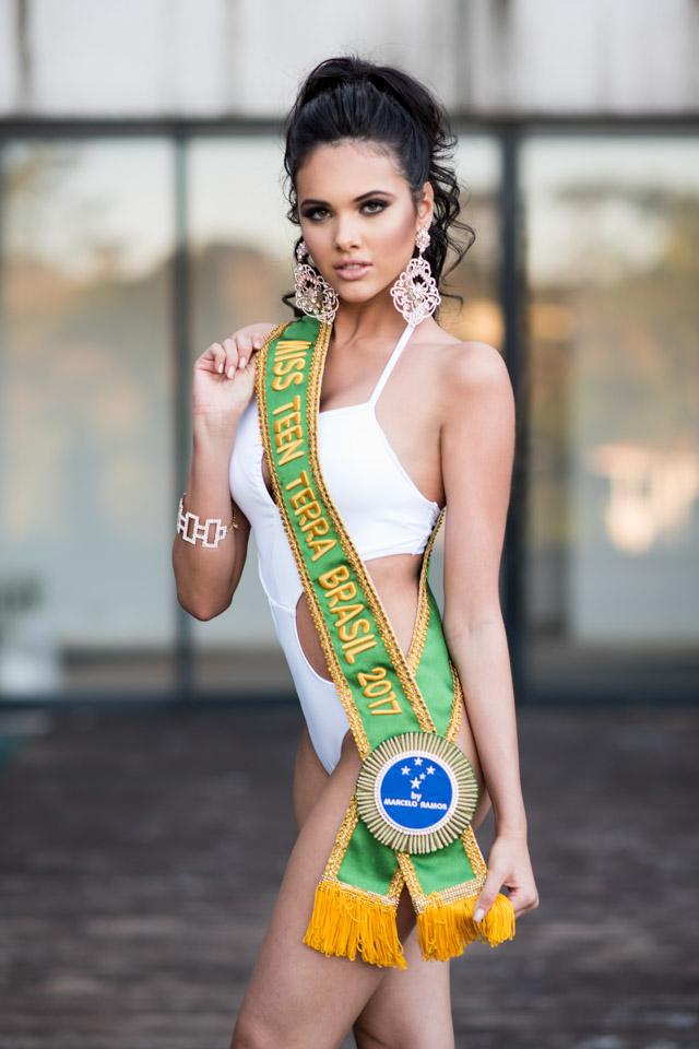 Aos 16 anos, Emily Garcia conquistou o título de adolescente mais bonita do Brasil. Foto: Paulo Quinalia