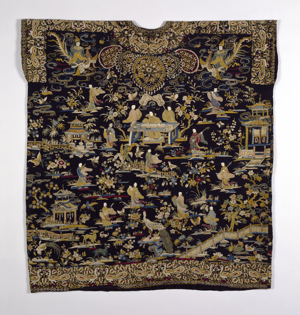 Qing dynasty Chinese embroidered lady's tunic, 19th century