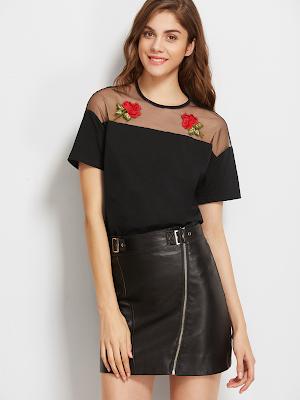 Blusa preta bordada flores