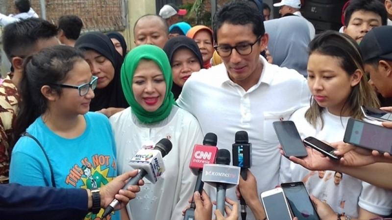 Sandiaga Uno didampingi istri dan kedua anaknya