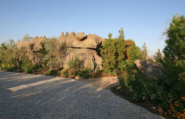 The Joshua Tree Boulder House