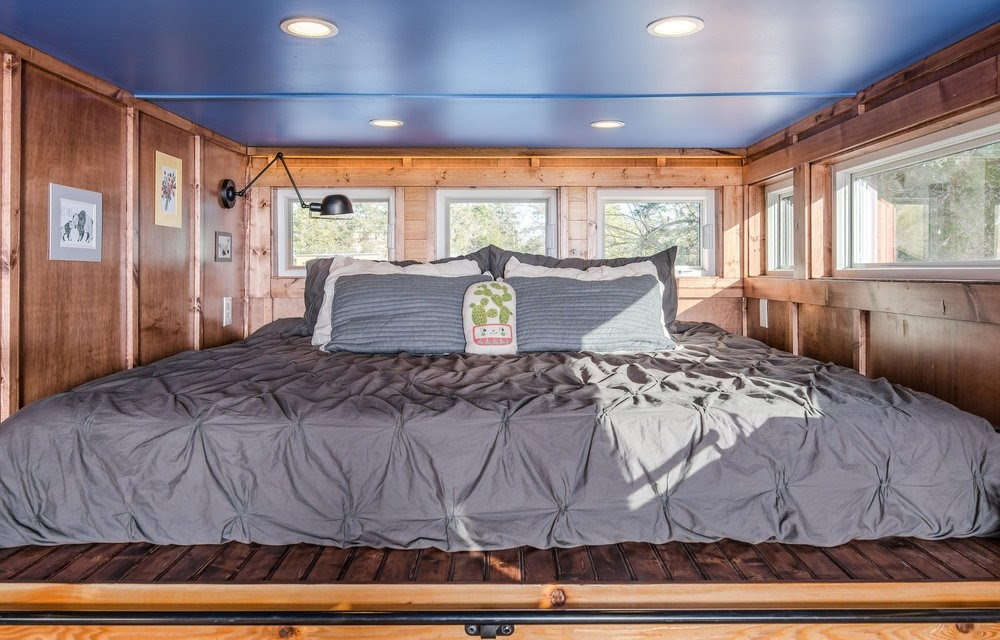 06-Master-Bedroom-Cornelia-Funke-New-Frontier-Tiny-Homes-Architecture-www-designstack-co