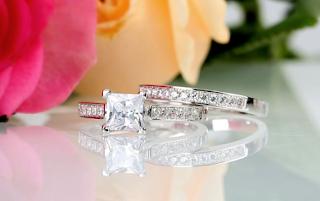 Jeulia Exquisite Princess Cut Created White Sapphire Wedding Set