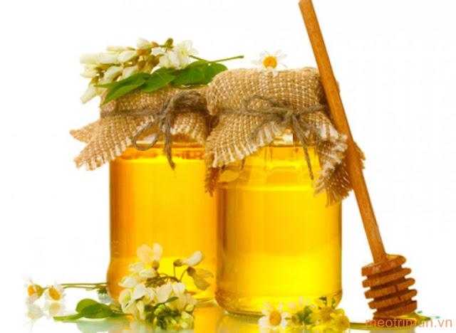 Trị mụn bằng sữa ong chúa