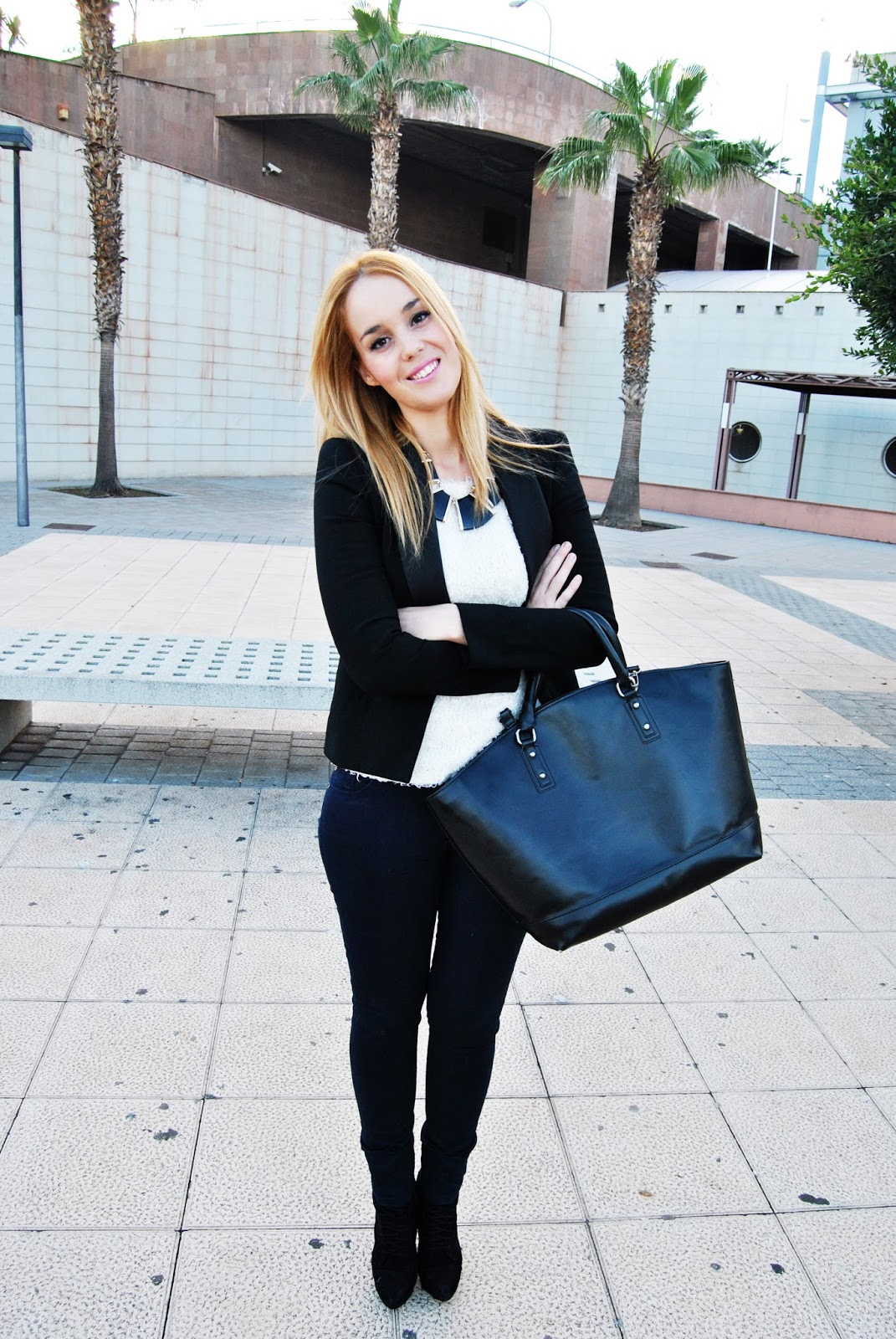 nery hdez, chicnova, lefties, look para clase, anillo de moustache, blazer, wear to work look