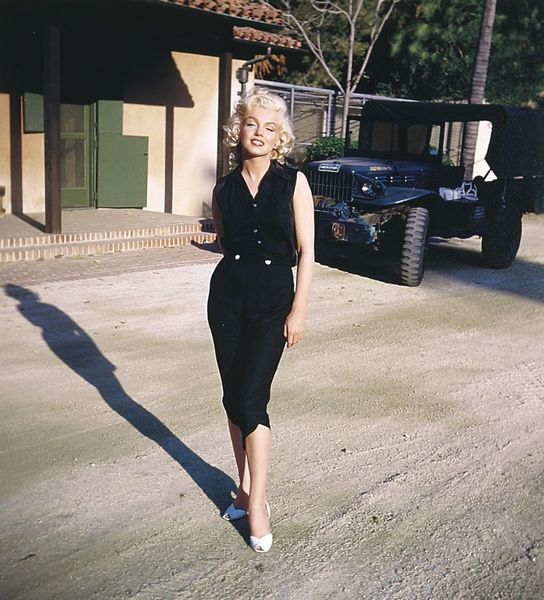 She Reserved The Gussied Up Version Of Marilyn For Special Occasions And Stuck To Basics Regular Day Wear Monroe S Personal Style