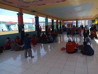 Suasana kunjungan bersama di Gazebo Lapas Sarolangun
