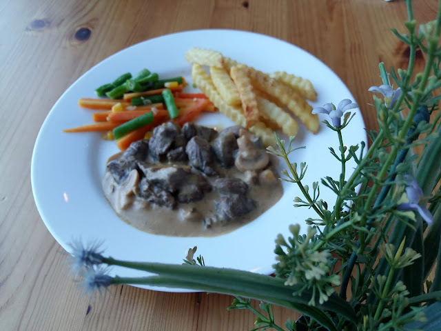 beef stroganof dengan kentang huk family resto