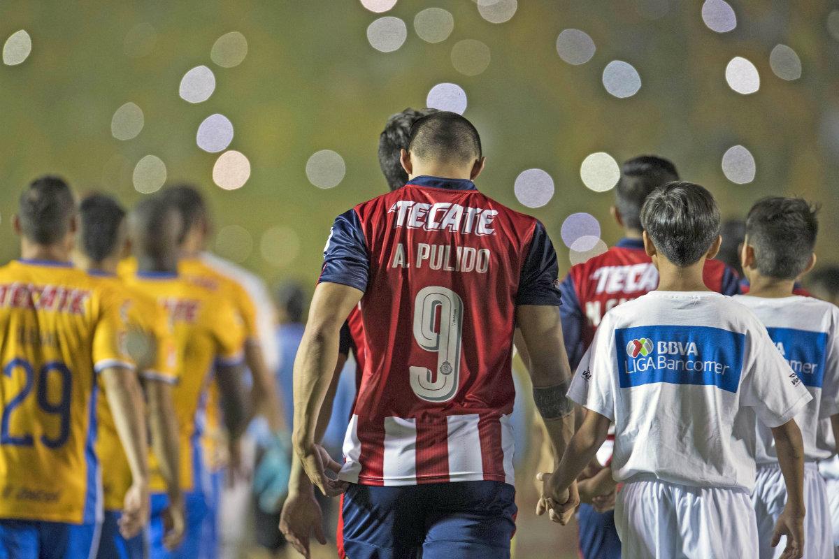 Chivas visitó a Tigres en el juego de ida de la Final del Clausura 2017.